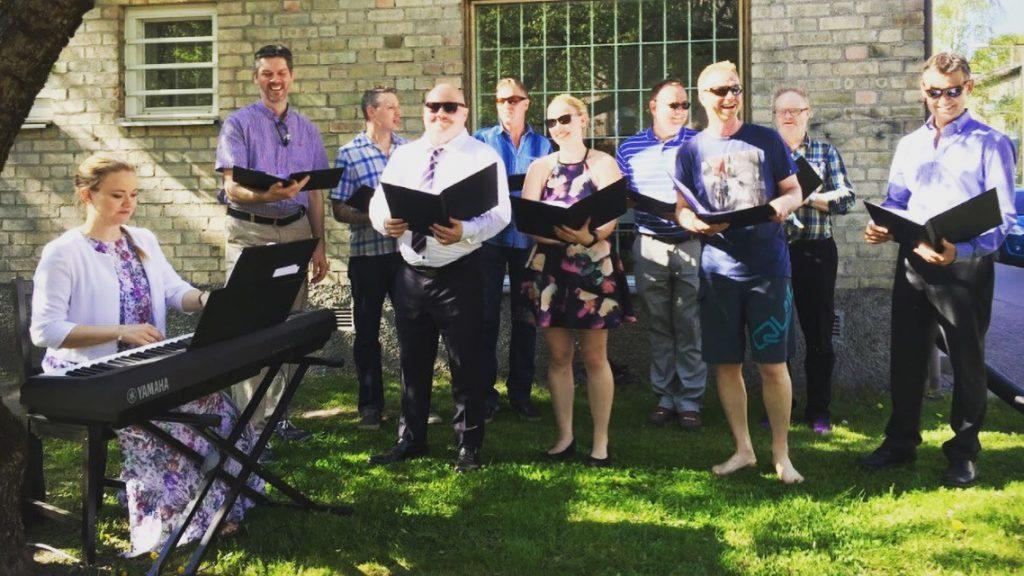 GoldWares personalkör sjunger in sommaren